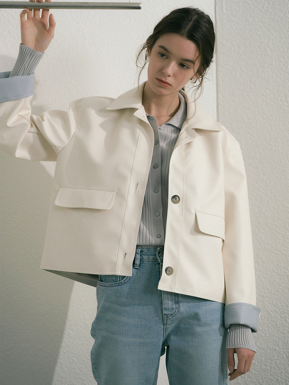 comos'334 matte leather short jacket (white)