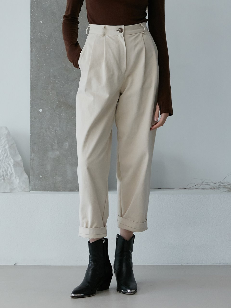 comos'454 cotton peach washing two tuck pants (ivory)