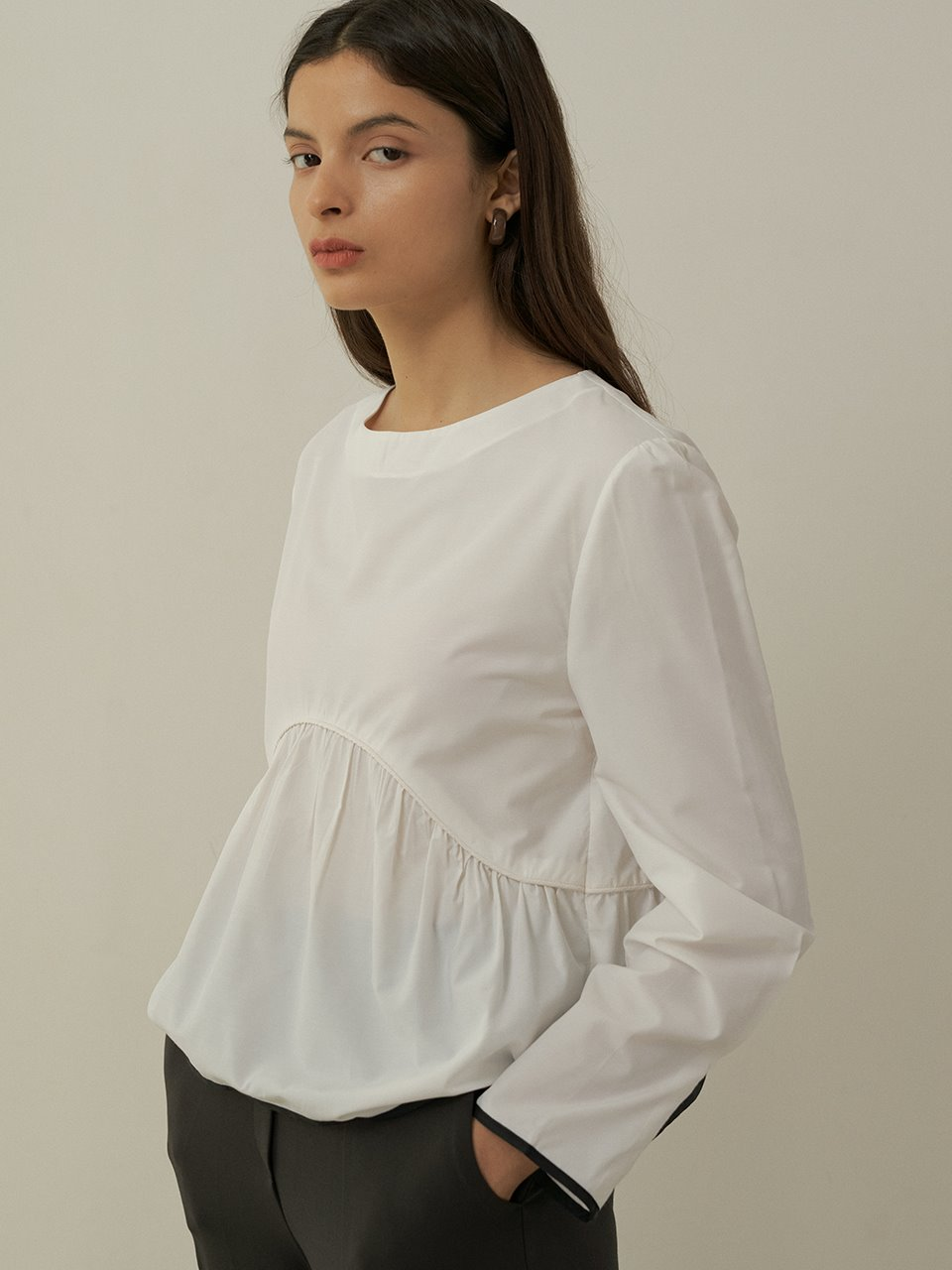 comos'414 color scheme piping flared blouse (white)